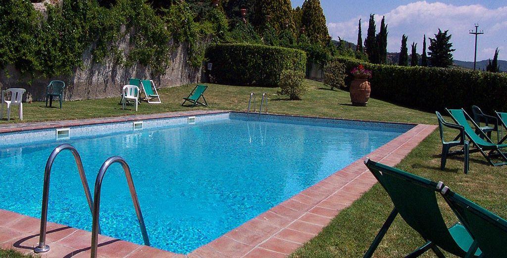 che fa da sfondo alla splendida piscina