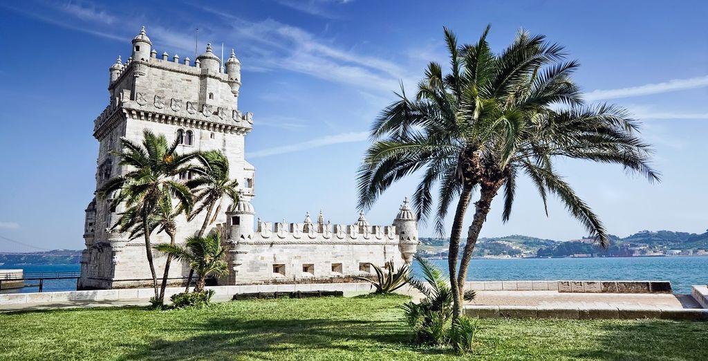 Fotografia della torre difensiva medievale, la torre bélem in Portogallo vicino a Lisbona