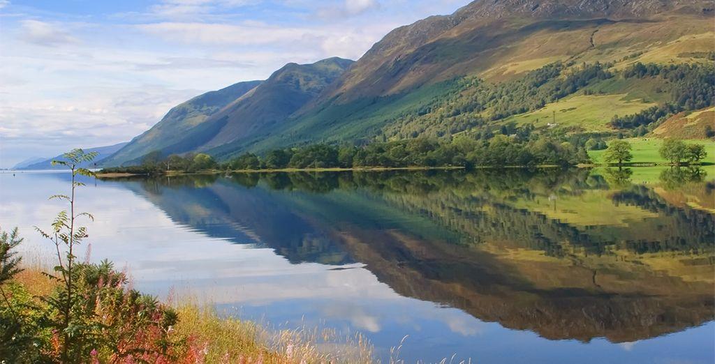 Fotografia della famosa laguna di Loch Ness nel Regno Unito