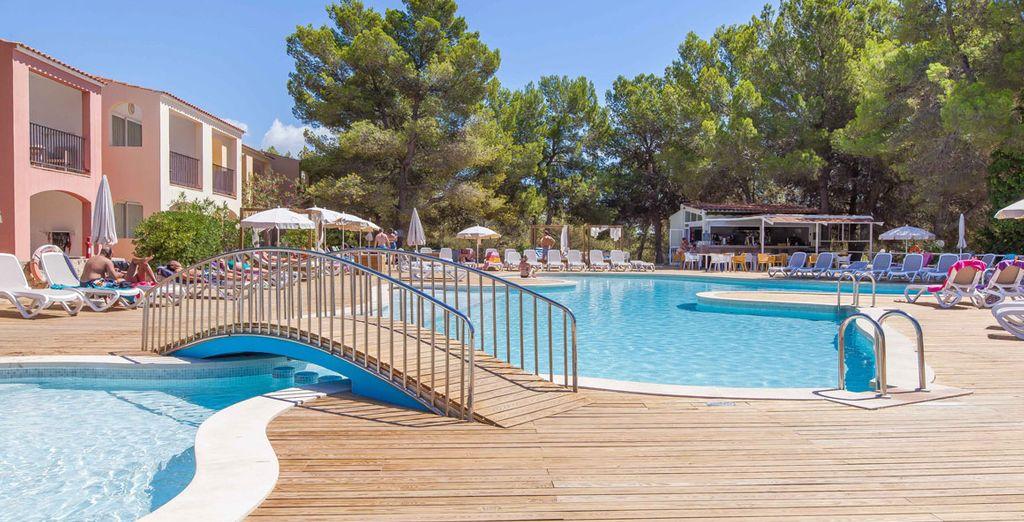 Hotel di lusso con tutti i comfort in Spagna con piscina, zona relax e vista panoramica sul Mar Mediterraneo dalla camera