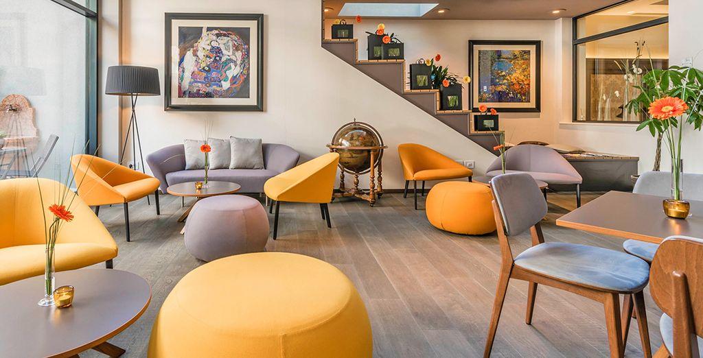 Un confortevole hotel in Italia con zona relax, ideale per un viaggio in famiglia o romantico