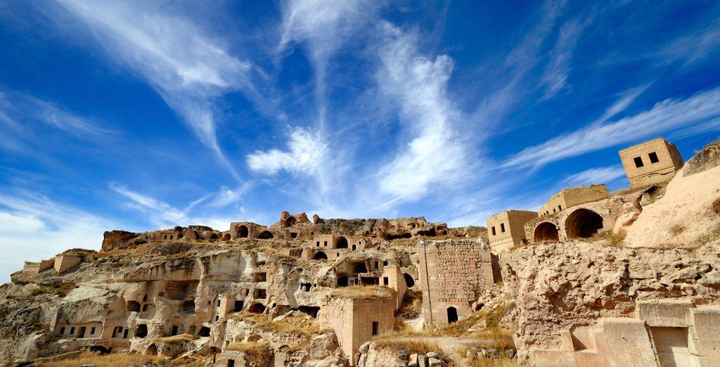 Fotografia di un villaggio rupestre in Cappadocia