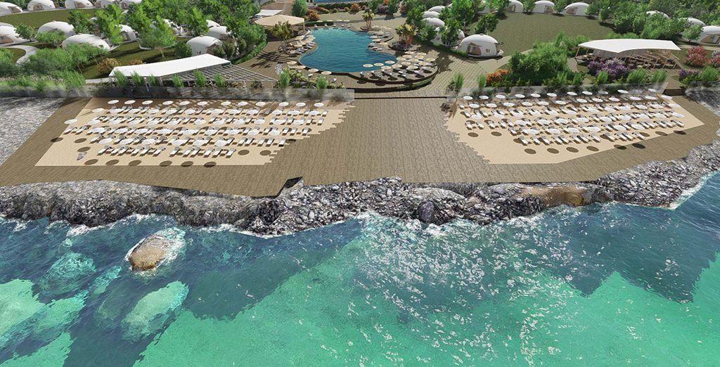 Hotel in Puglia con piscina e zona relax con vista sul mare Adriatico e le sue acque turchesi