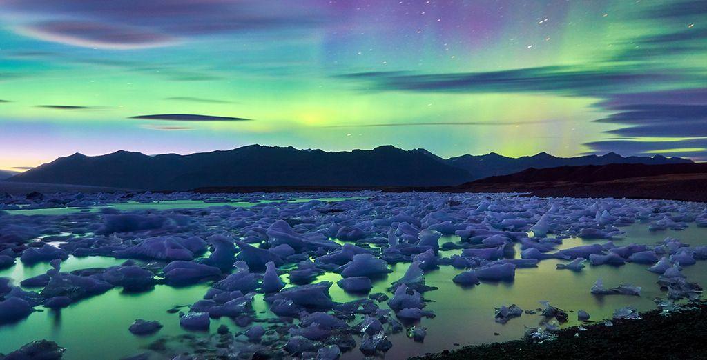 Le terre imperdibili del Nord Europa, l'aurora boreale e il ghiaccio sciolto sui bellissimi laghi islandesi