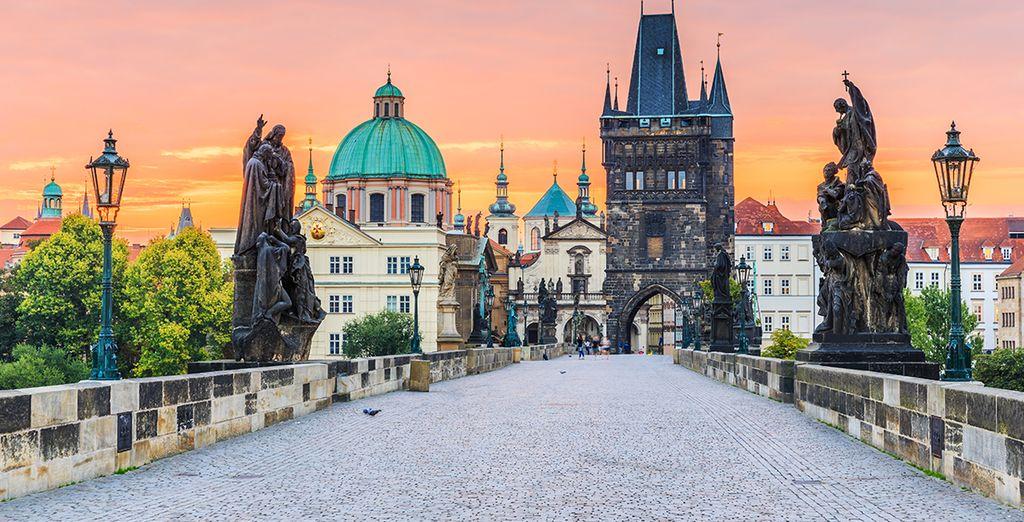 Fotografia dell'imperdibile città di Praga, delle sue statue e dei suoi monumenti storici