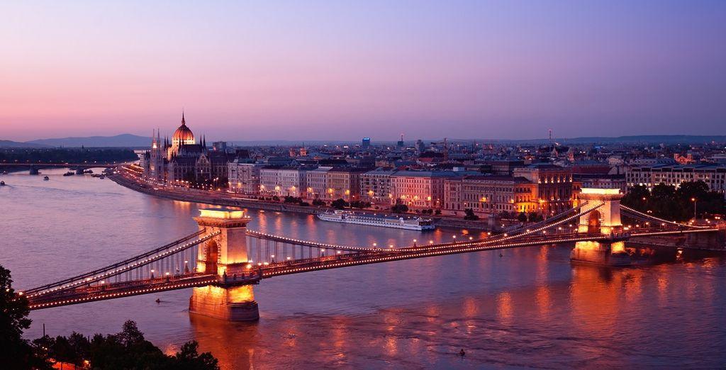 Fotografia della città di Budapest e dei suoi magnifici monumenti storici