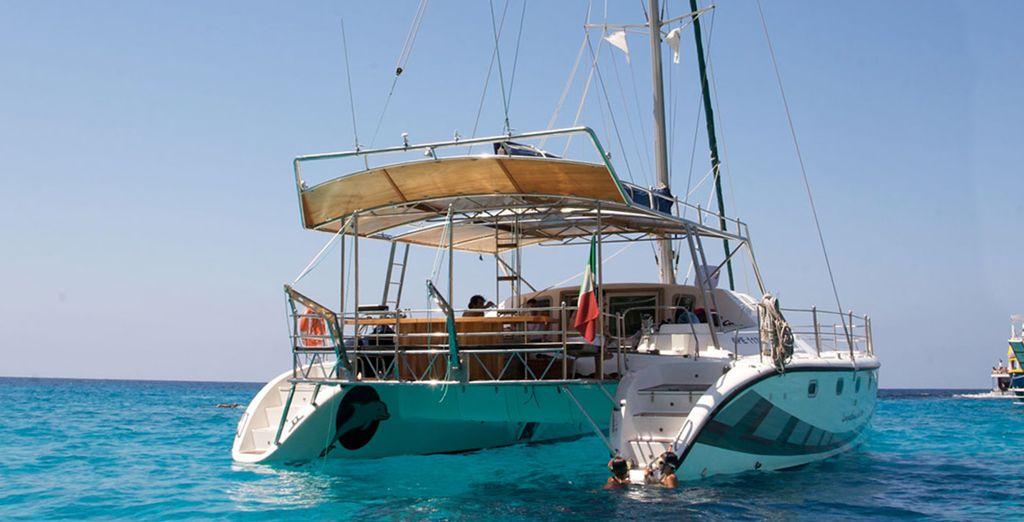 Un viaggio tra queste isole a bordo di un catamarano