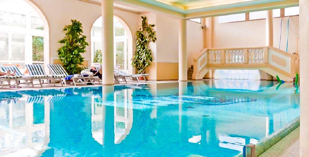 Hotel di lusso a Roma con piscina e zona relax, vicino a tutte le attività