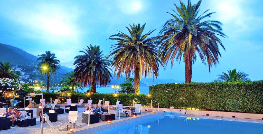 Hotel di lusso a 4 stelle con piscina esterna riscaldata e zona relax sul mare