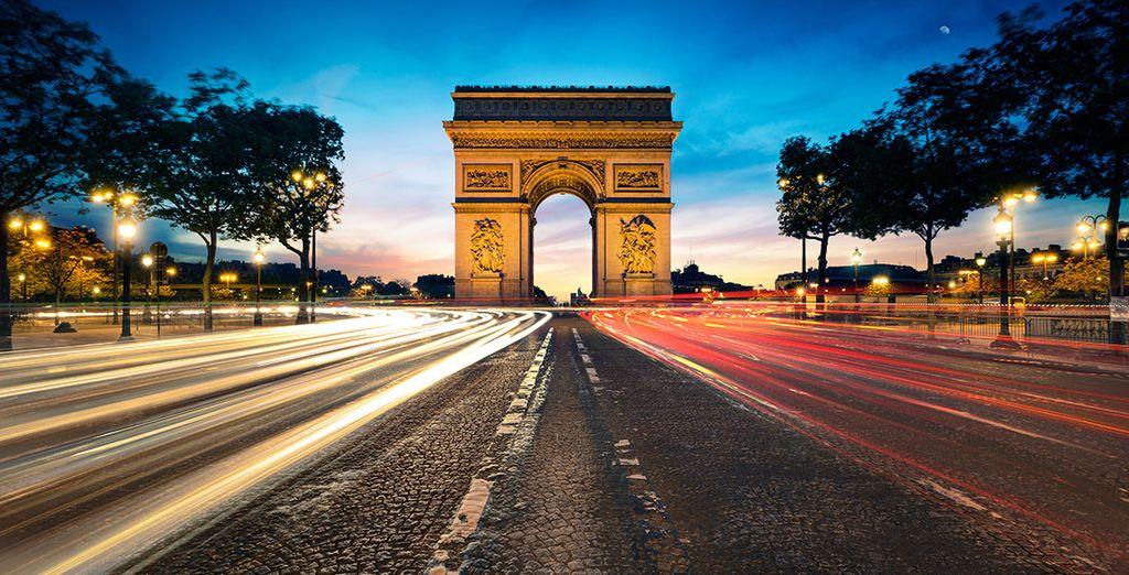 o lungo le Champs- Elysées fino all'Arc du Triomphe dove potrete godere anche di un po' di sfrenato shopping.