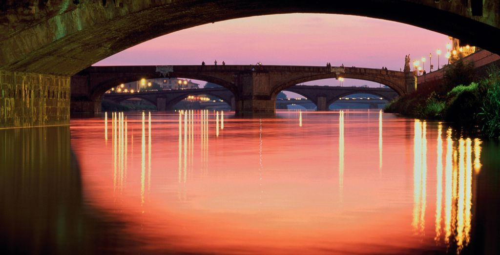 Et assistez à un coucher de soleil sur l'Arno