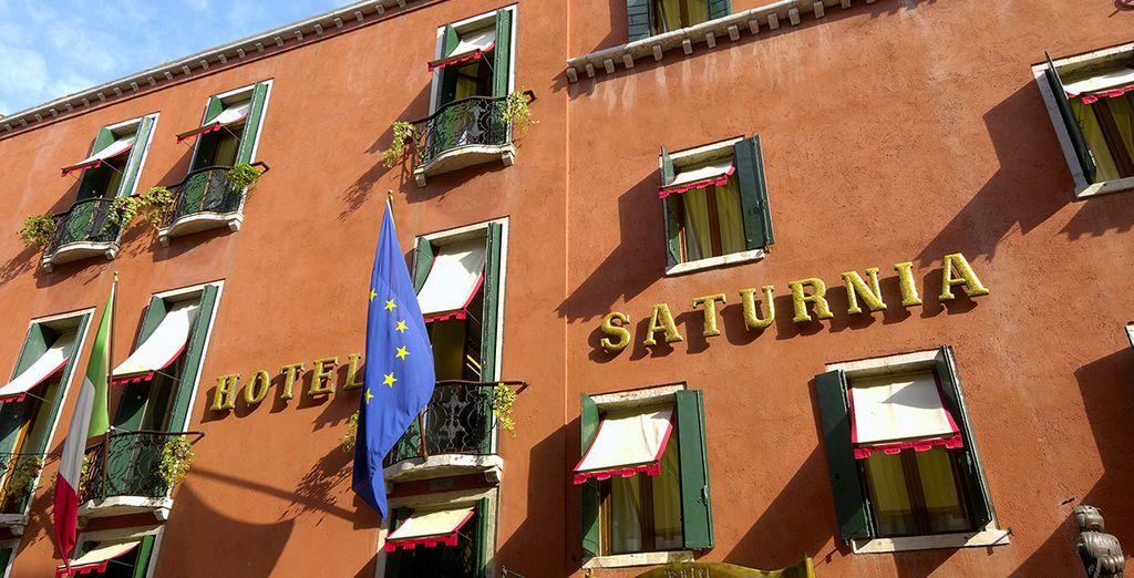 Het hotel Saturnia & International op 250 meter van het San Marco plein