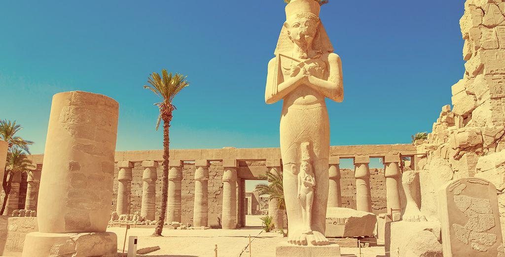 U vertrekt vanuit Luxor en gaat op verkenning door het rijke verleden van het land