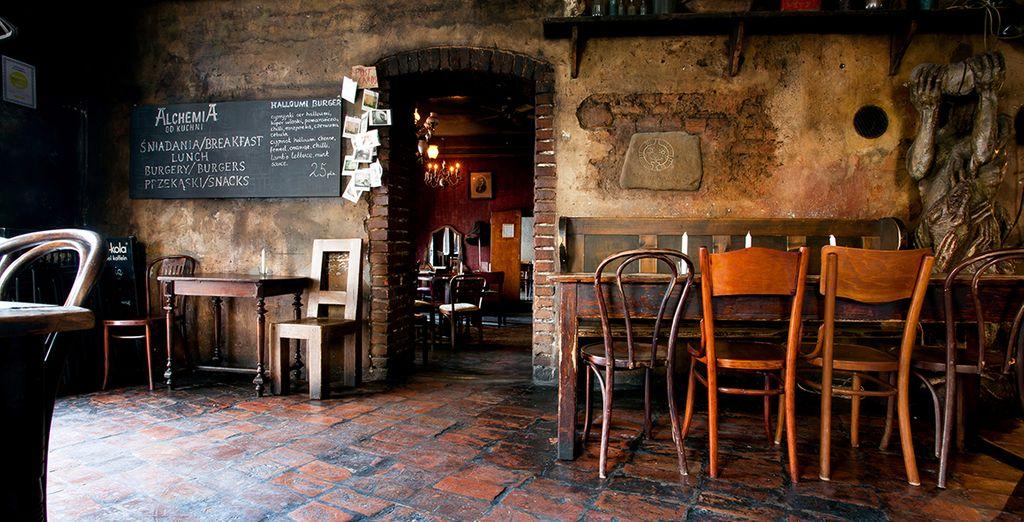 En ontdek de plaatselijke gastronomie in één van de vele restaurants en bars