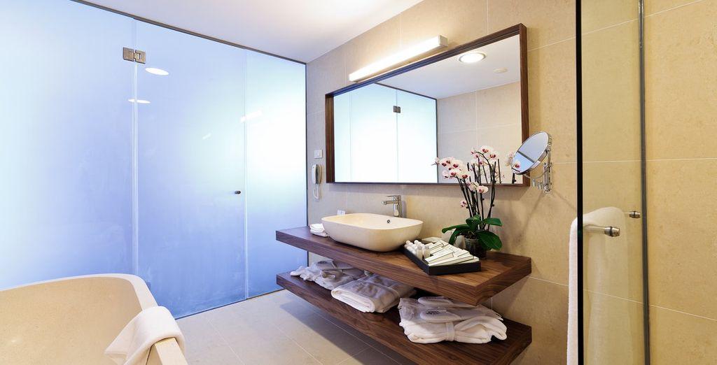 Met een grote en moderne badkamer