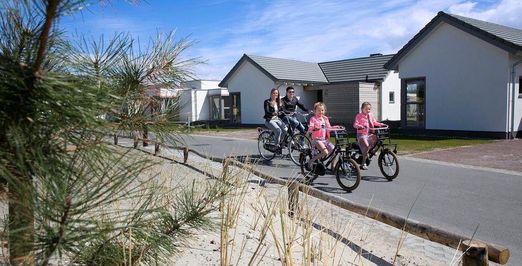 Het park ligt pal achter de duinen van het Zuid-Hollandse Ouddorp aan Zee