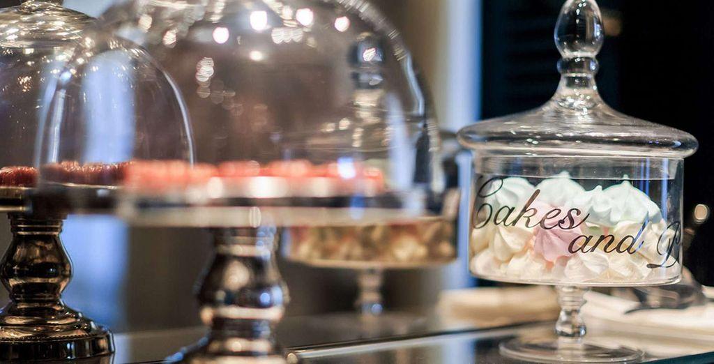 Ervaar de dagelijkse Grote Goûter 'Happy Time' in het Frans cafe en proef de lekkernijen