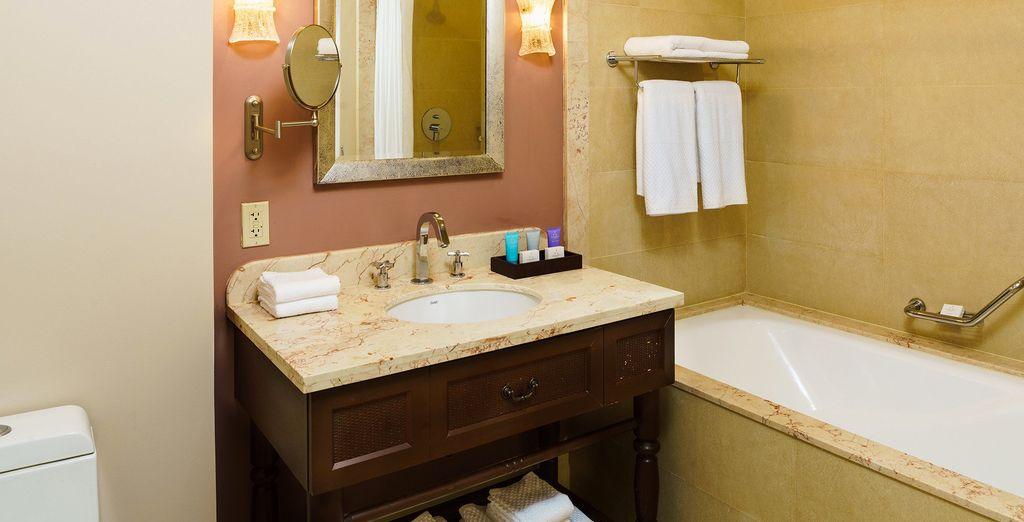 Uitgerust met een luxueuze badkamer