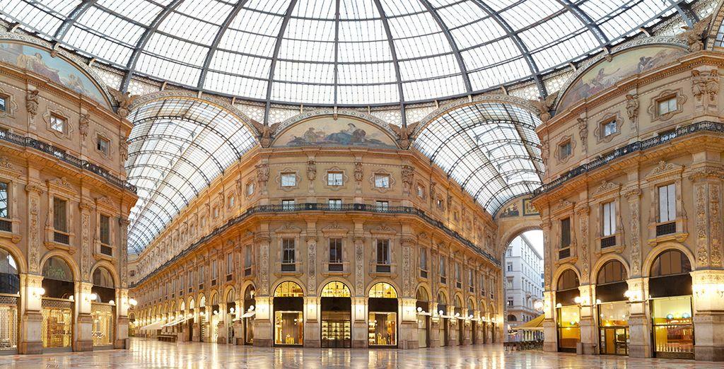 Ga op zoek naar een nieuwe outfit in de Galleria Vittorio Emanuele II - één van de oudste winkelcentra ter wereld
