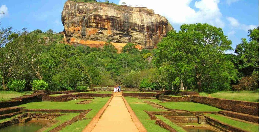 U komt langs de belangrijkste bezienswaardigheden, zoals de Sigiriya Rock Fortress