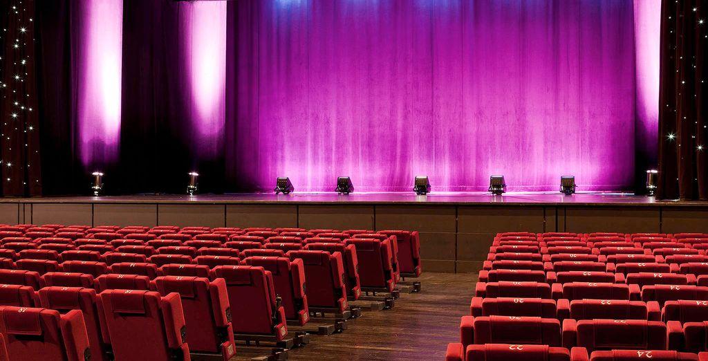 De avond eindigt in het theater van het hotel met meer dan 60 shows per jaar