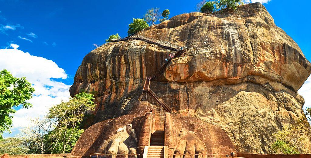 Klimt naar de top van het Sigiriya Rock Fortress