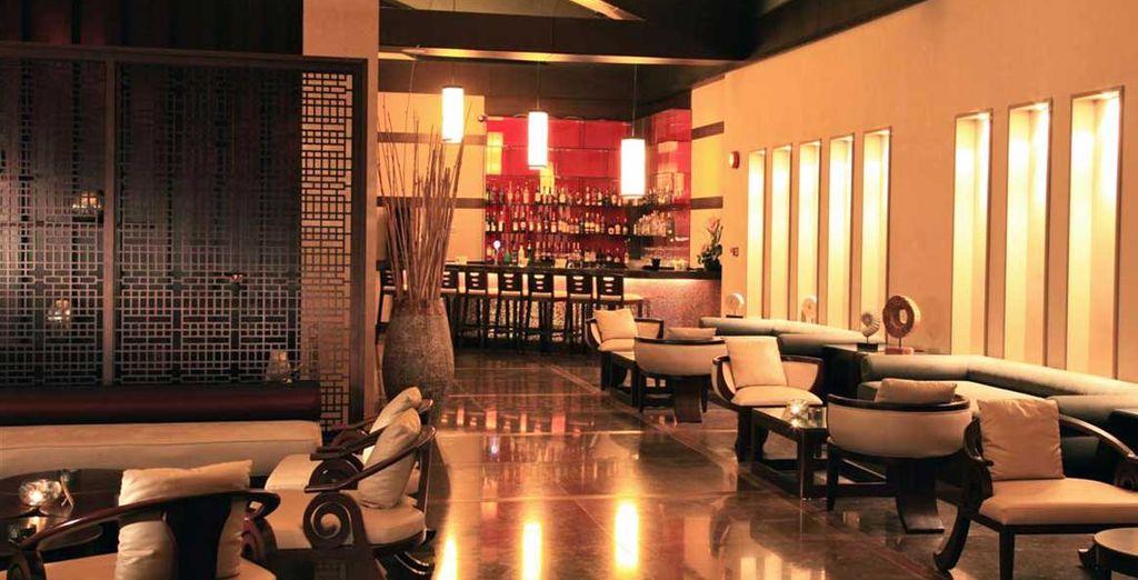 Drink een verfrissende cocktail in de Barracuda Bar