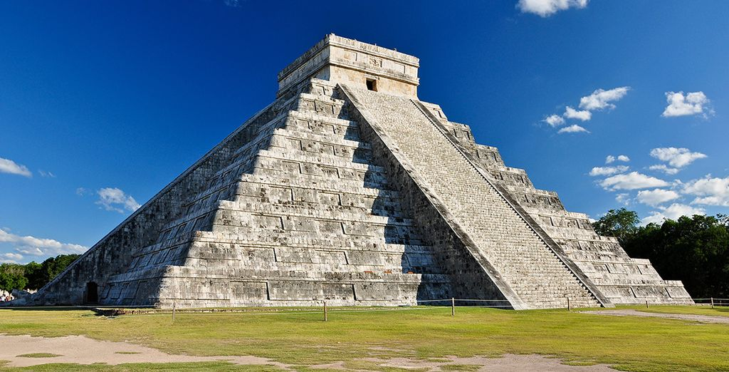 U bezoekt de oude Maya-tempels, zoals de Piramide van Kukulcan