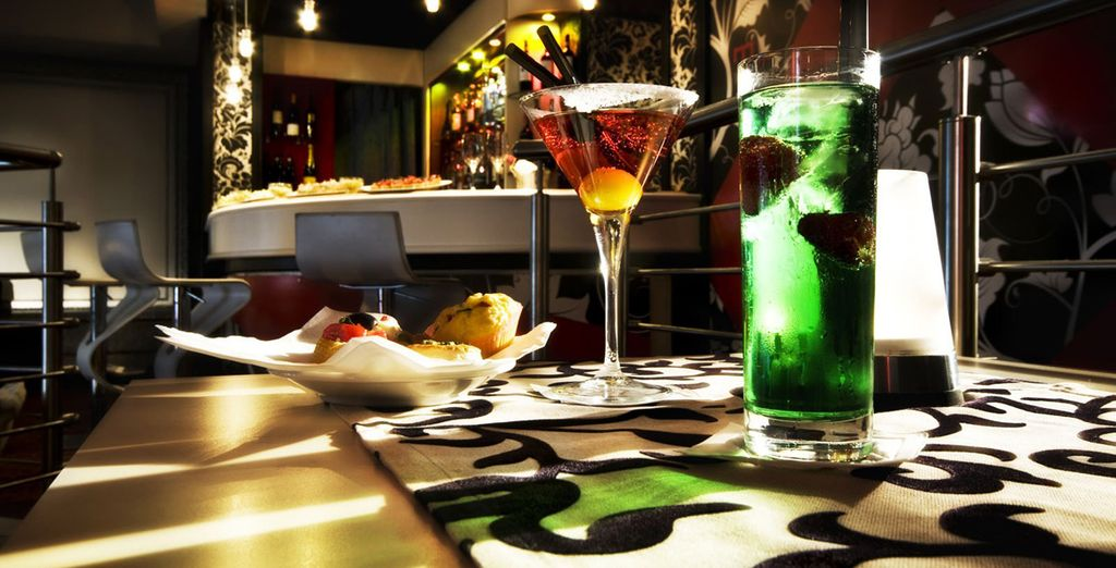 En neem een drankje in de lounge bar