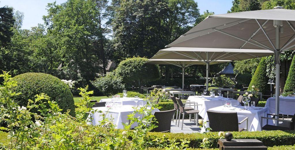 Bij mooi weer kunt u genieten van de grote terrassen