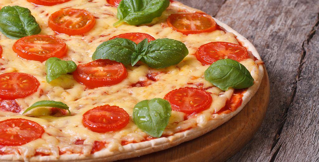 En proef ook de beroemde Napolitaanse pizza