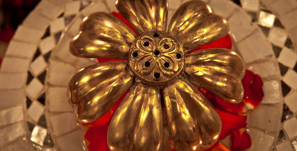 Met goudkleurige details
