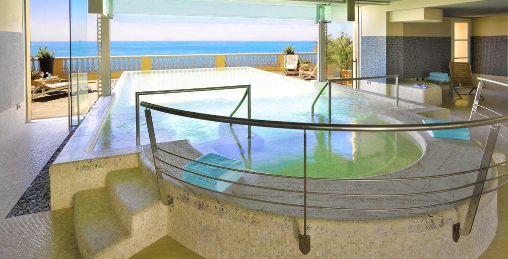 En het prachtige zwembad op de 5e verdieping