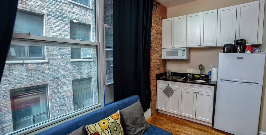 Chic Executive Studio: And compact kitchen with modern amenities - ideal for 2