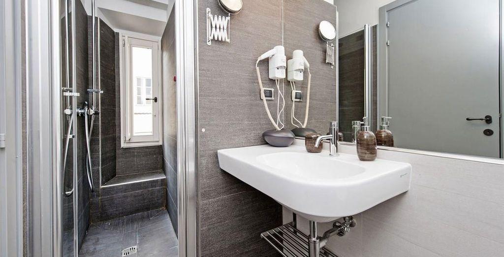 Apartment 2: Stunning contemporary bathroom