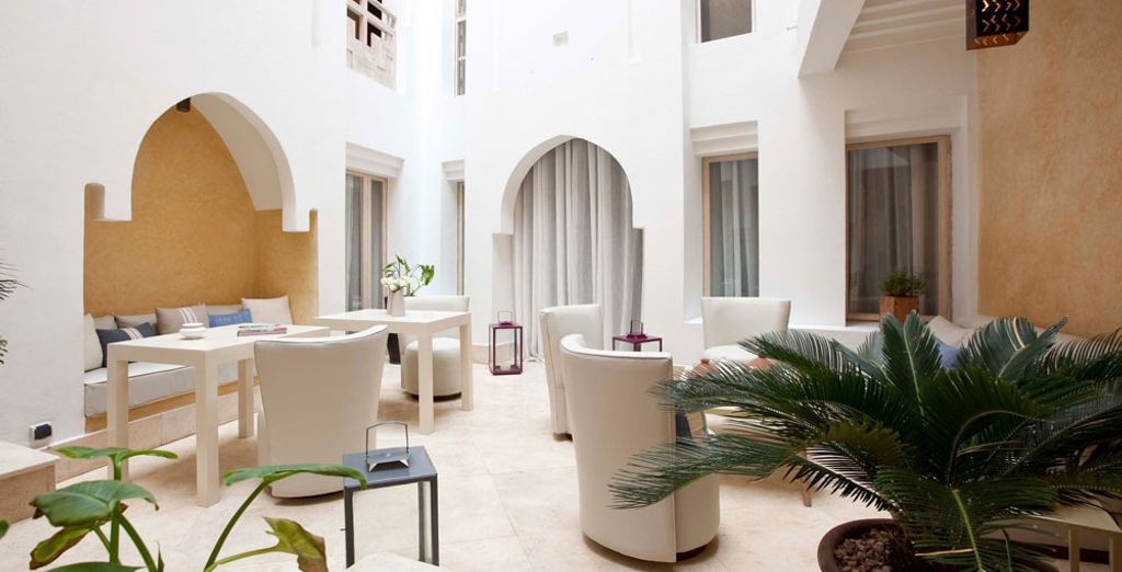 A chic establishment that has rooms and Suites at your disposition