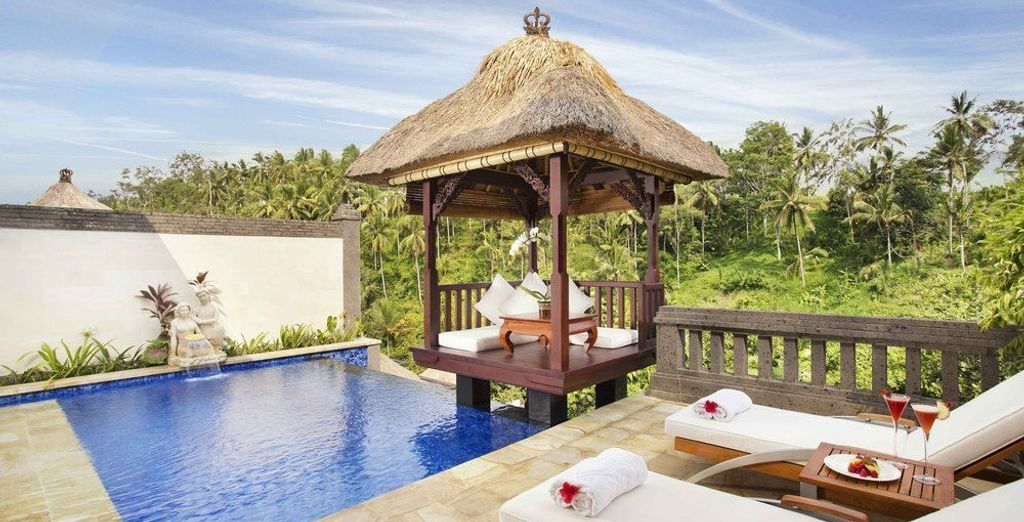 A romantic cocoon, the Deluxe Terrace Villa welcomes you to its natural setting