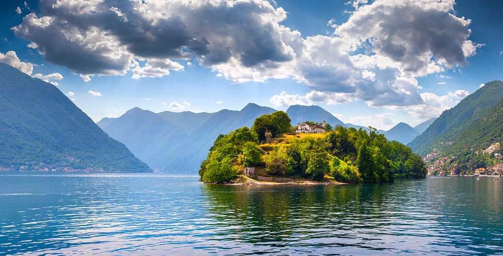 Located just 10 km  from the shores of Lake Como