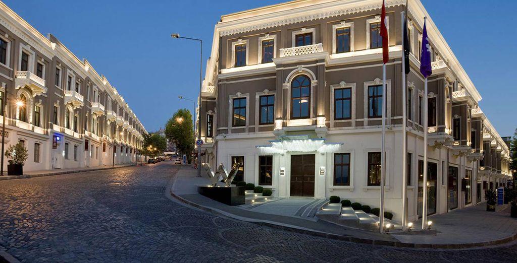 W Hotel 5*