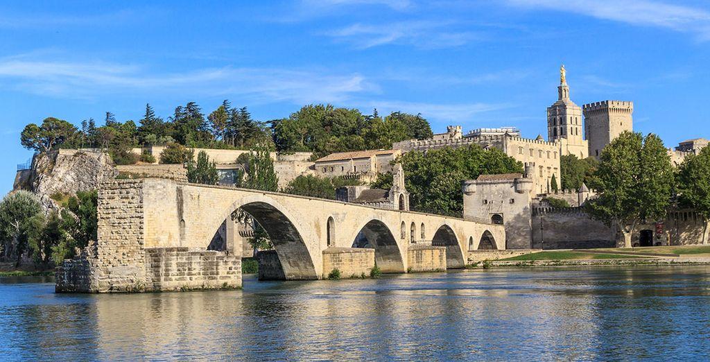 Discover the fairytale Pont d'Avignon