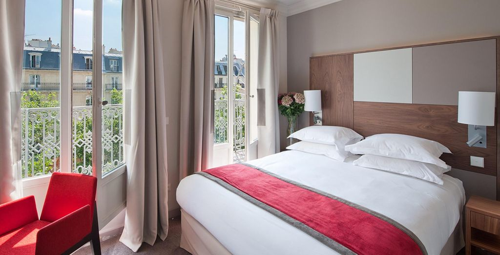An elegant stay on a Parisian boulevard