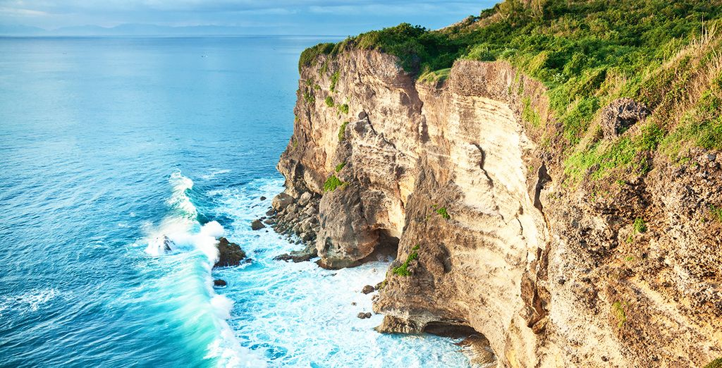 Tavel Guide to Bali : Uluwatu Cliff