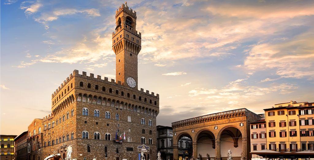 Walk aroung the Piazza della Signoria in Florence