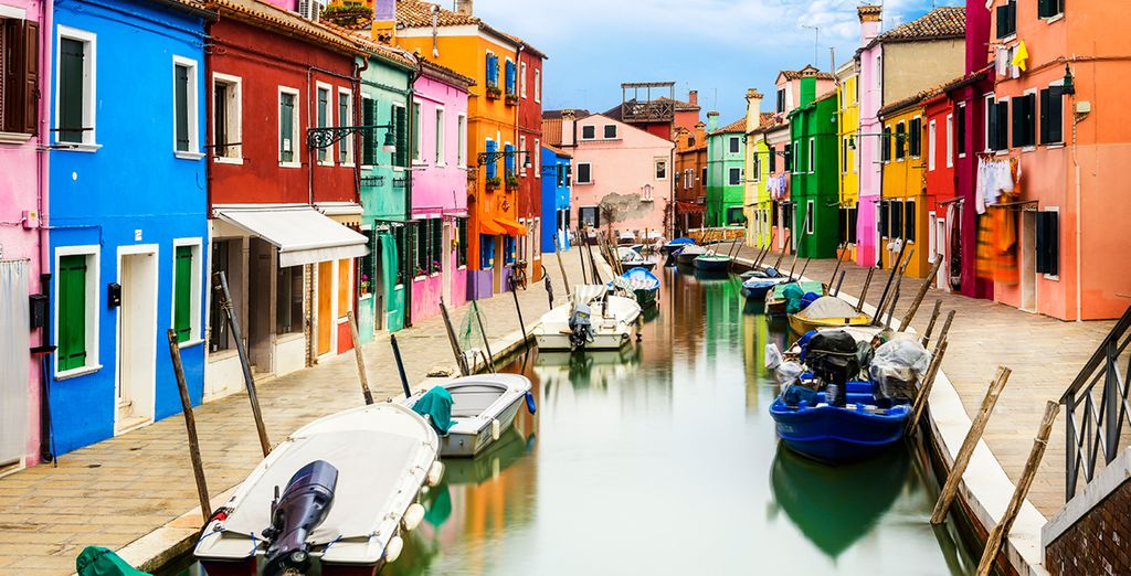 Our offer includes a visit to a glass factory in colourful Murano