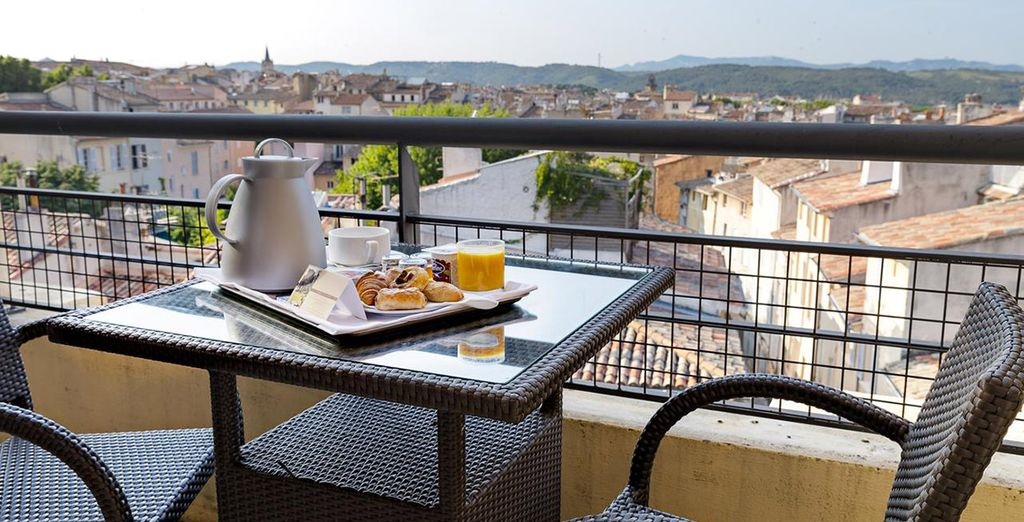 With  an outside terrace with a view over the rooftops of Aix en Provence's old town