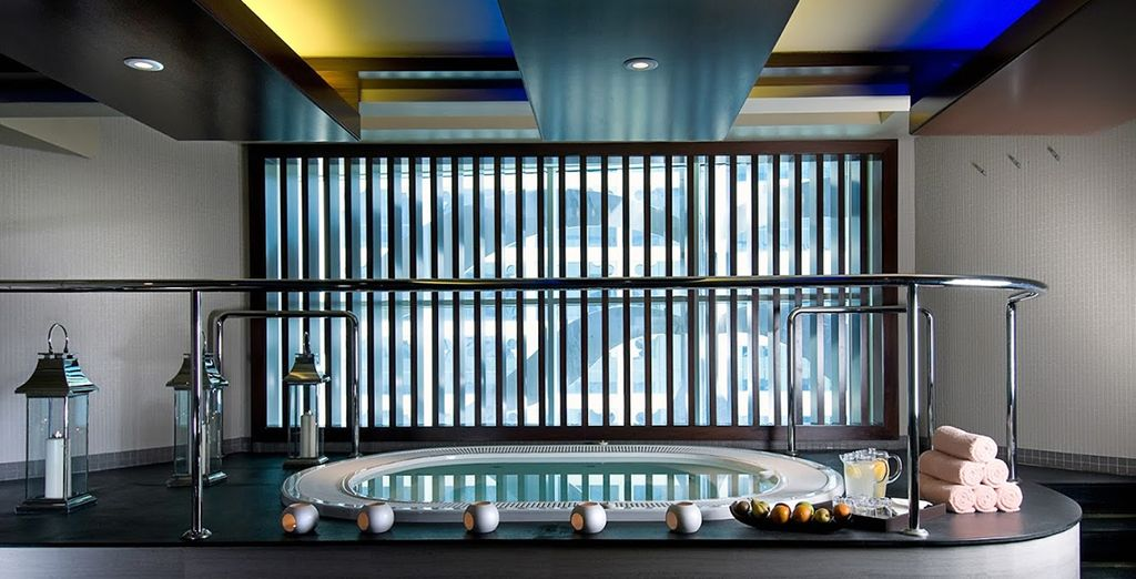 Satisfy your senses in the Jacuzzi