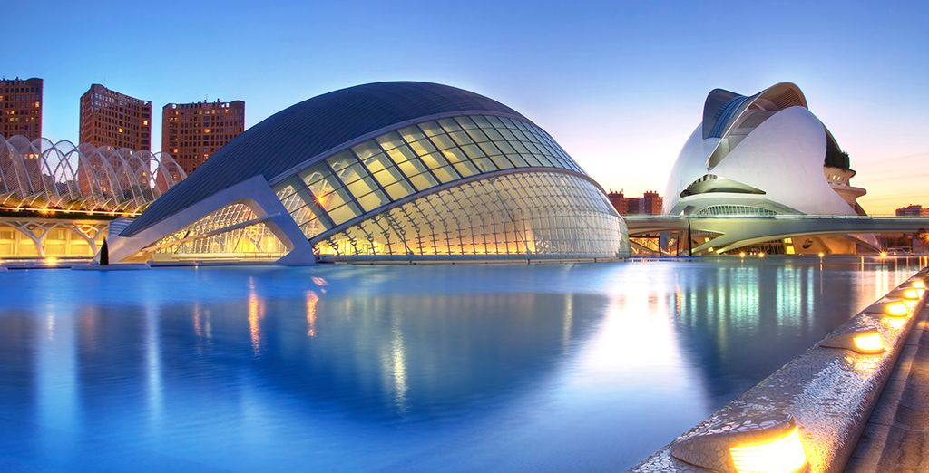 Visit this fascinating city with its mix of modern and ancient - Vincci Lys 4* Valencia