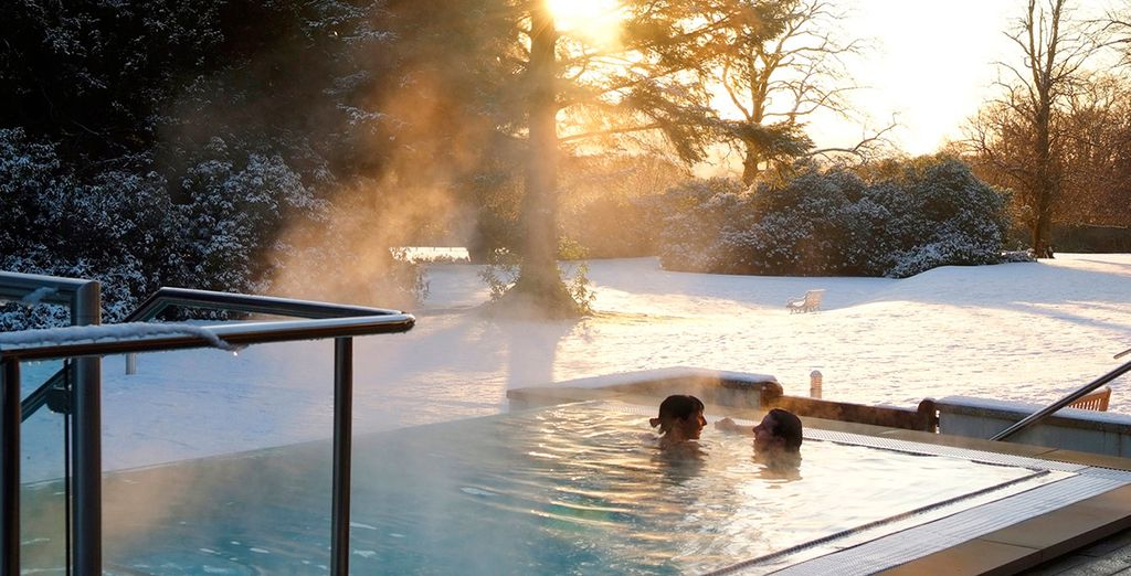 Then take a glass of Champagne in the outdoor Jacuzzi