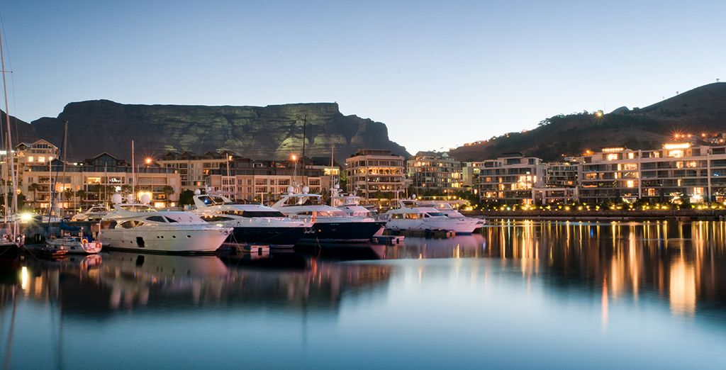 Explore vibrant & cosmopolitan Cape Town and enjoy a cable car trip to Table Mountain