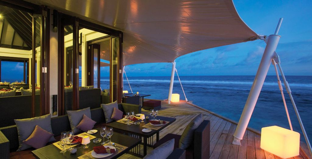 Dine on the edge of the sea